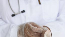Medico ostetoscopio in Ospedale